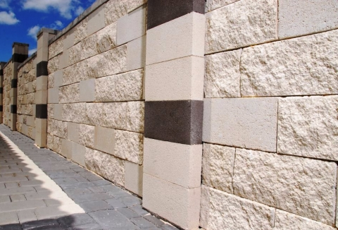 Splitblock hollow block column atco concrete products n v for Split face block house